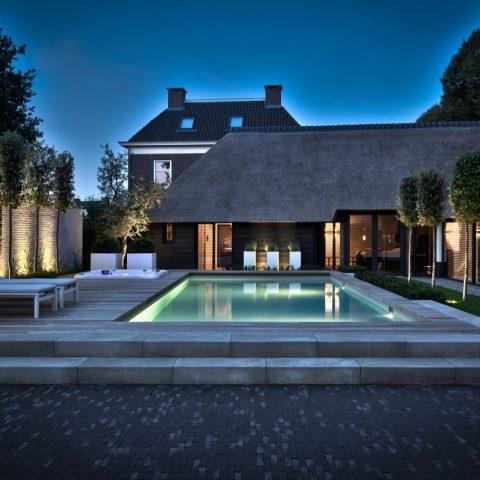 Villatuin met luxe wellness