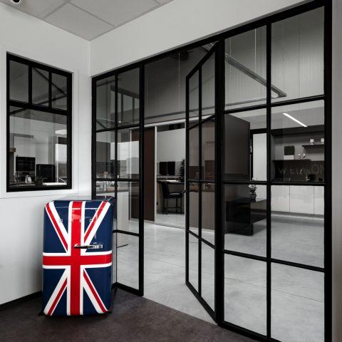 Stalen binnendeur en raam in keuken Lommel