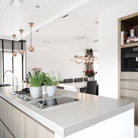 Moderne keuken: luxe keuken op maat in licht eiken