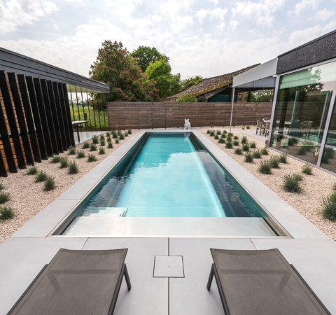 Exclusieve tuin met inox zwembad Massemen