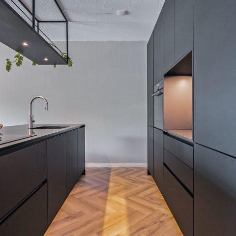 Moderne matzwarte keuken