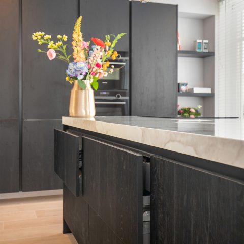 Smaakvolle zwarte keuken