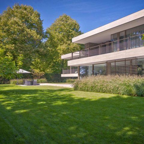 Villa in het groen: moderne tuinarchitectuur