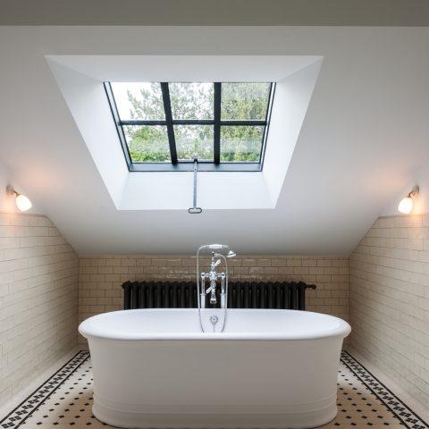Badkamer authentiek gerenoveerde Hoeve