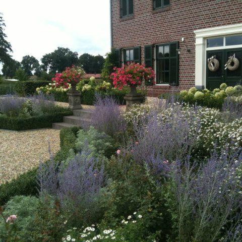 Landhuis in Duitsland met formele tuin
