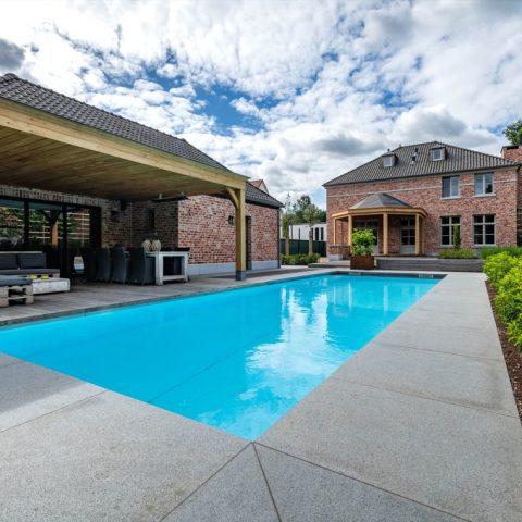 Exclusieve villa tuin met zwembad in Heusden-Zolder