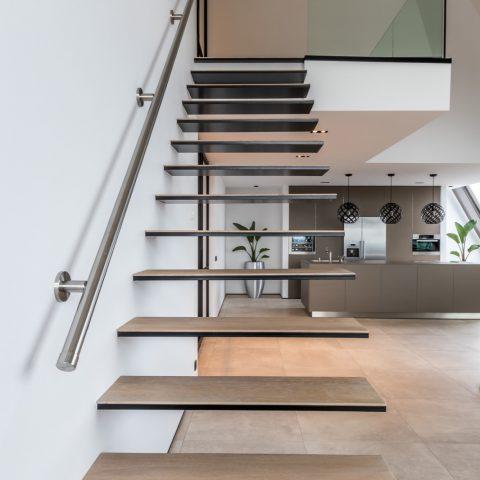 Luxe zwevende trap