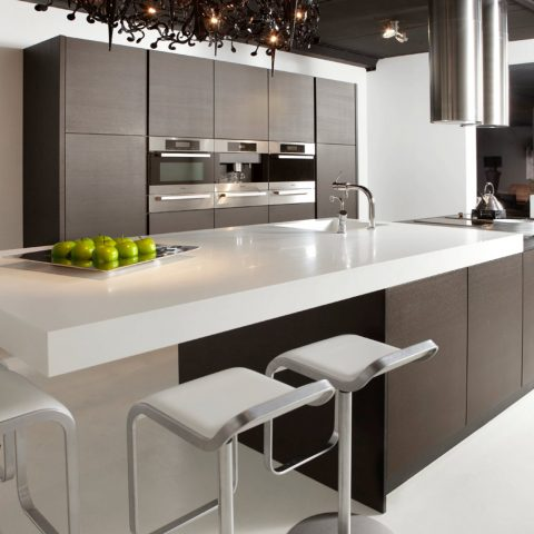 Strakke keukens in zwart wit