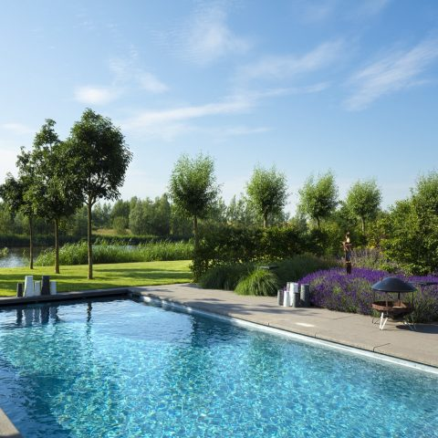 Buitenzwembad villa Spaarnwoude