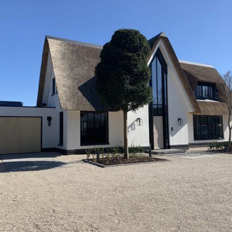 Nieuw gebouwde villa met poolhouse