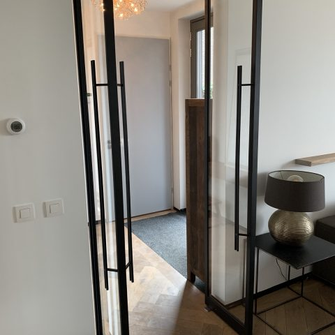 Woning met stalen binnendeuren