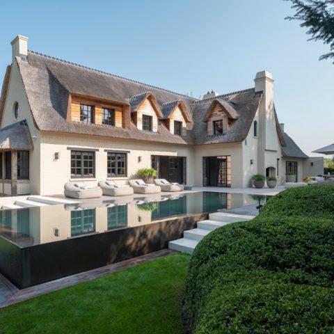 Rietgedekte villa in Knokke