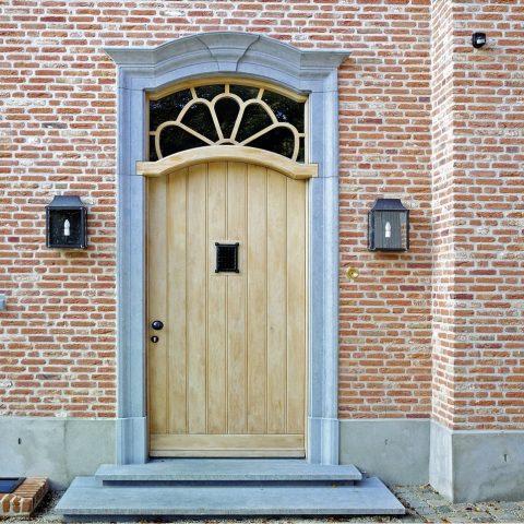 Mooie villa in Velp met hardstenen deuromlijsting, trap en raamdorpels