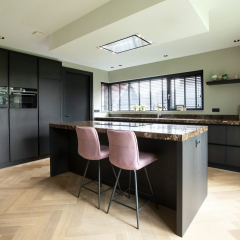 Donker gebeitste eiken keuken