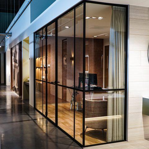 Aluminium kantoorwanden in showroom Amstelveen