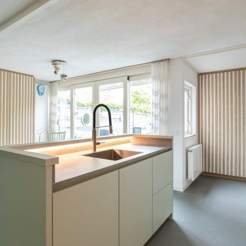 Pistache groen, een kunstzinnige moderne keuken