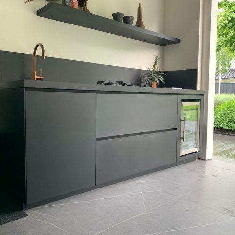Compacte design buitenkeuken in Lunteren