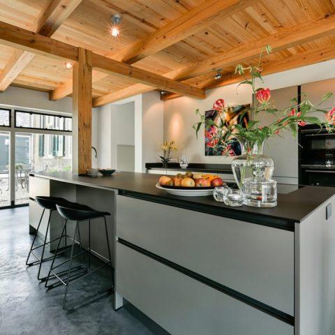 Moderne keuken in boerderij setting