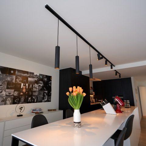 Moderne trackverlichting in keuken