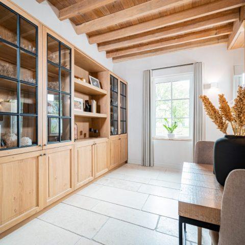 Exclusieve villa met houten accenten