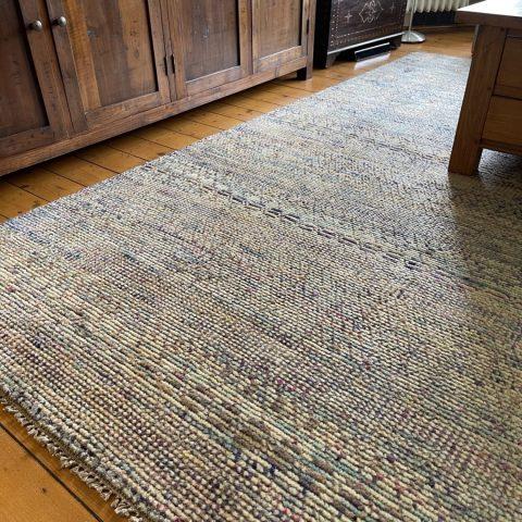 Strak interieur met tapijt