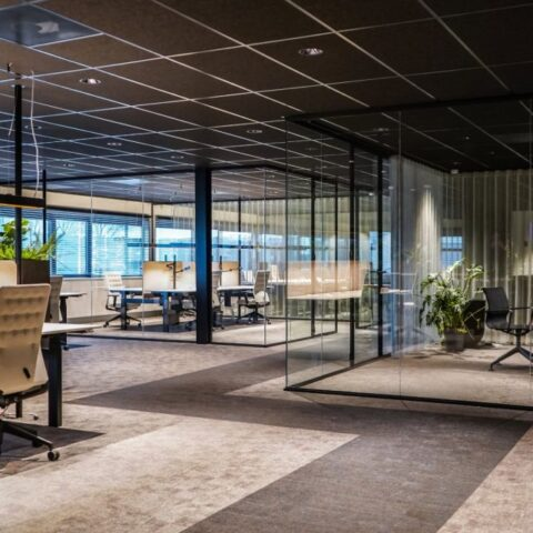 Glazen kantoorwanden in Zwaagdijk